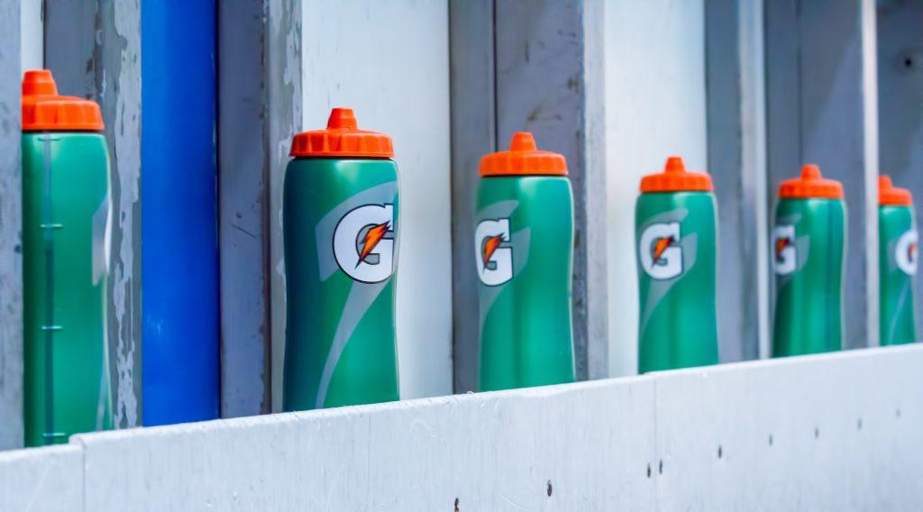 Line of gatorade of bottles - hydration basics for golfers